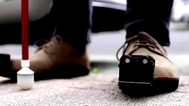 Calçados inteligentes ajudam na locomoção de pessoas cegas