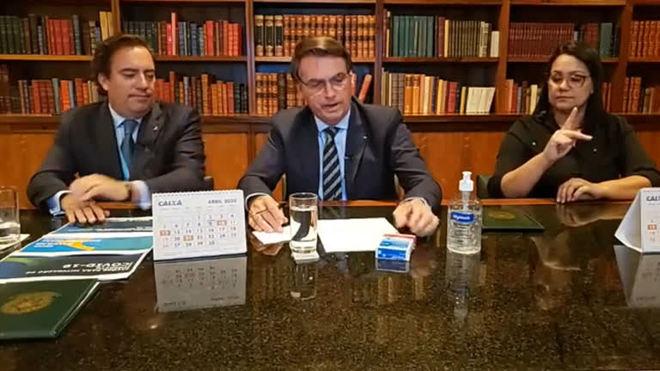 Bolsonaro sugeriu que Brasil fabricasse cloroquina para outros países