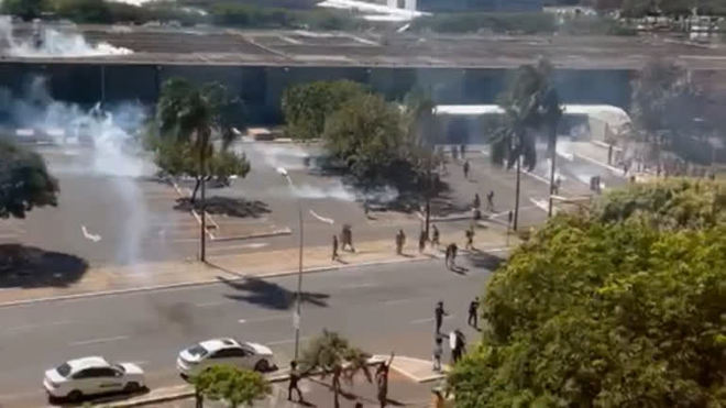 PM e indígenas entram em confronto em protesto