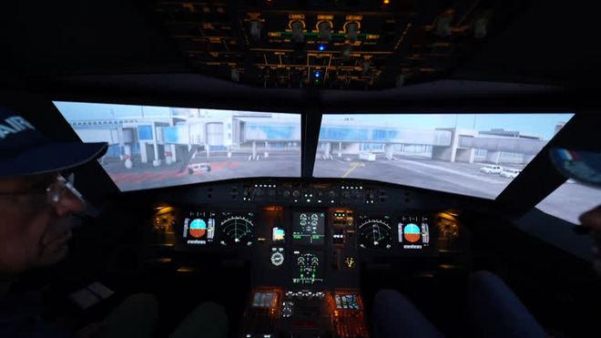 Pai e filho constroem simulador de voo ultra-realista em casa