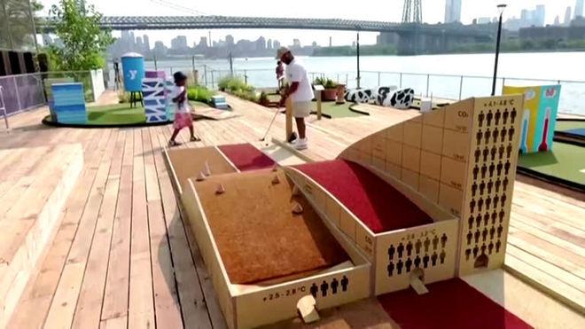 Pista de minigolfe em Nova York aborda mudanças climáticas