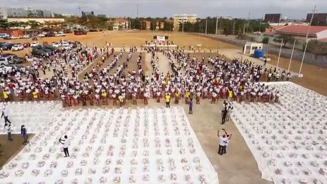 Igreja Universal distribui toneladas de alimentos em Angola