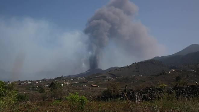 Vulcão inicia a segunda-feira 'em silêncio' em ilha da Espanha