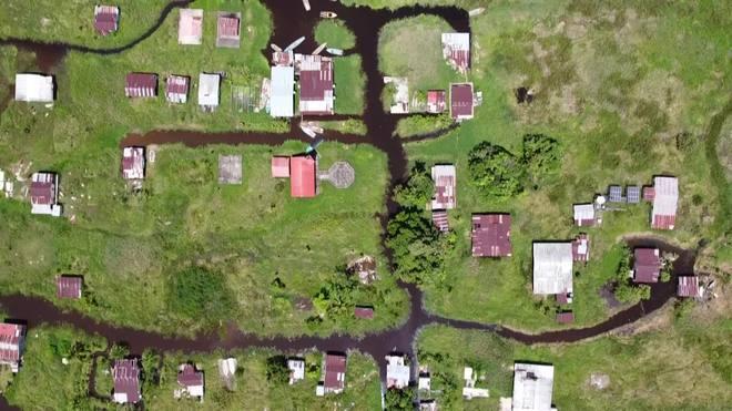 Povoado flutuante é engolido pela lama na Venezuela