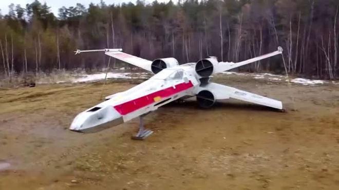 Fãs de Star Wars constroem réplica de nave de combate X-wing