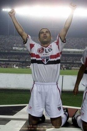 03º - Ricardinho - Em 2002, o São Paulo desembolsou cerca de 7,8 milhões de euros para contratar o meia, que estava no Corinthians.