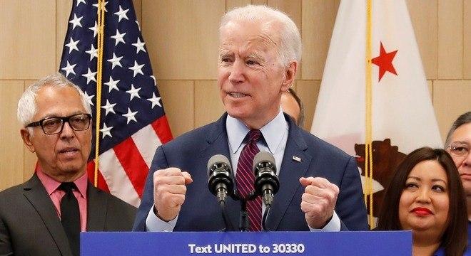 """Joe Biden disse que parlamentares de ambos os partidos deveriam """"exigir os fatos"""""""
