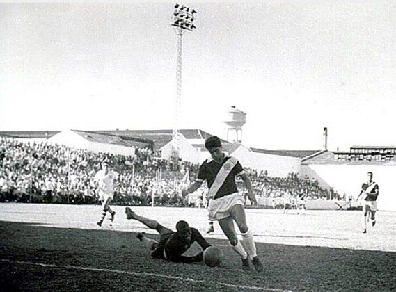 04/06/1961 - EIK-NOR 0x10 Vasco - Gols do Vasco: Saulzinho (foto) (3), Lorico (2), Pacoti (2), Sabará, Laerte e Roberto Pinto