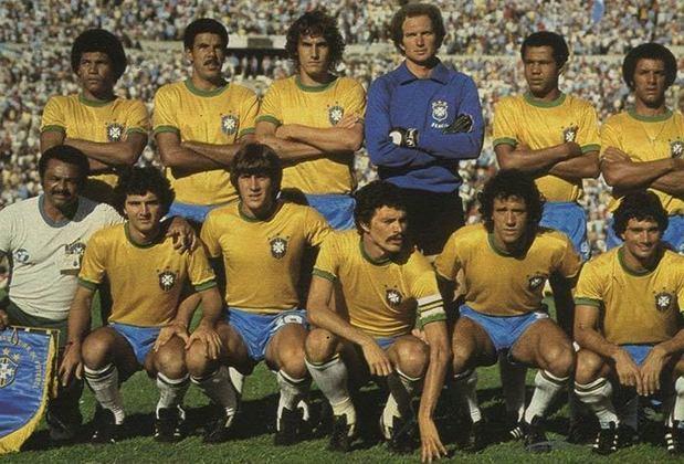 08/02/1981: A Seleção fazia a sua estreia nas Eliminatórias para a Copa de 82 contra a Venezuela, em Caracas. O resultado foi um sofrido 1 a 0 em que a seleção comandada por Telê Santana teve muita dificuldade de furar a forte retranca venezuelana. Zico fez o gol da partida em pênalti marcado o jogador da Venezuela defender a bola com a mão dentro da pequena área.