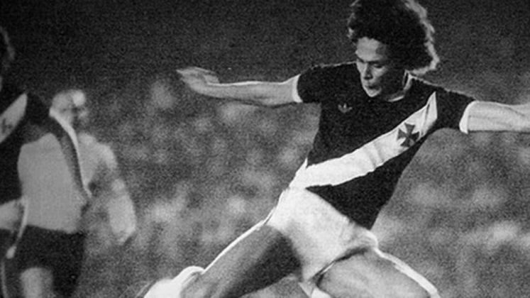 09/08/1981 - Marítimo-POR 0x5 Vasco - Gols do Vasco: Roberto Dinamite (foto) (2), Amauri, Silvinho e Ticão