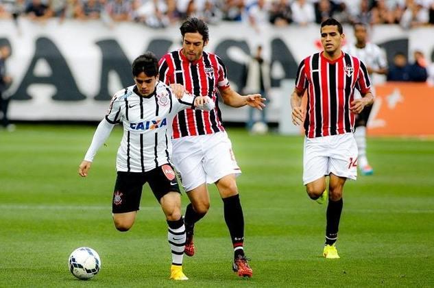 1º) 21/9/2014 - Corinthians 3 x 2 São Paulo - 23ª rodada do Brasileirão. Gols: Fábio Santos (2) e Guerrero (COR)/Souza e Edson Silva (SAO)