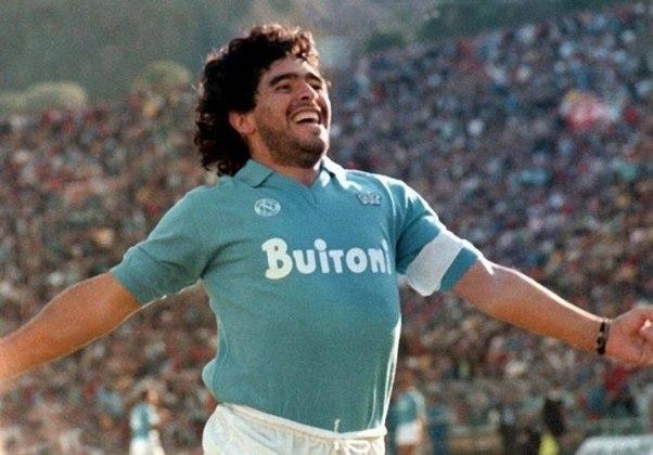 1º antidoping positivo - Em 1991, após uma partida do Napoli contra o Bari, pelo Campeonato Italiano, Maradona realizou o antidoping e deu positivo para cocaína. Pela primeira vez, os problemas de dependência química do argentino se tornaram públicas.