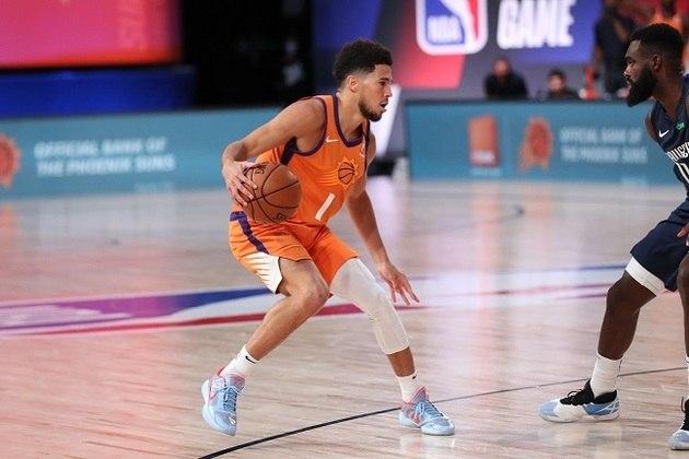 1 – DEVIN BOOKER (70 PONTOS) – À época com 20 anos, o ala-armador se tornou o jogador mais jovem a marcar 70 pontos em um único jogo na NBA. Na ocasião, Booker acertou 21 de 40 arremessos de quadra e converteu 24 dos 26 lances livres que cobrou. De quebra, a atuação estabeleceu o recorde de pontuação da história do Phoenix Suns.