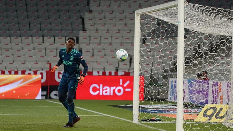 1º - Disparado na primeira colocação, o goleiro Hugo Souza (21 anos), o Neneca, do Flamengo, recebeu o total de 102 pontos. Ele foi lembrado por todos os 23 votantes, 14 vezes na primeira colocação. São nove jogos disputados e uma média de 3,2 defesas por partida (71%).