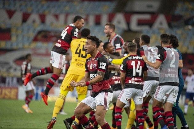 1º - Flamengo - 36 pontos em 18 jogos. Onze vitórias, três empates e quatro derrotas. Trinta e quatro gols marcados e vinte e um sofridos. 66.67% de aproveitamento.