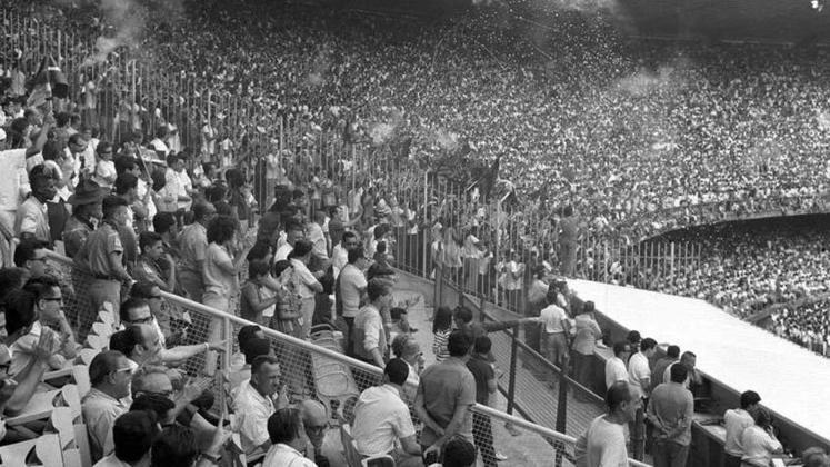 1- Fluminense 0x0 Flamengo - Campeonato Carioca -15/12/1963 - 177.656 pagantes e194.603 presentes.
