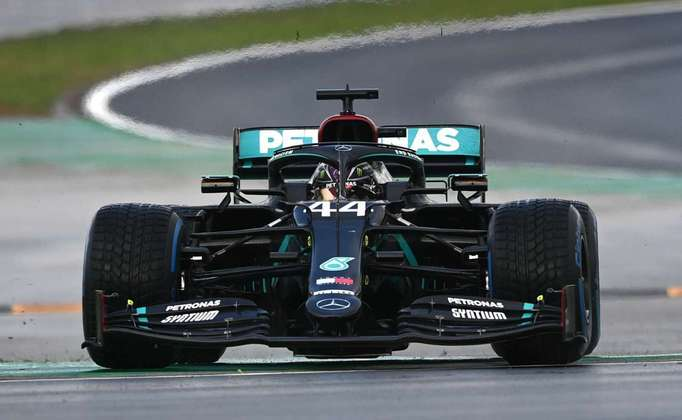 1 - Lewis Hamilton (Mercedes) - 10 - Histórico e absolutamente impecável.