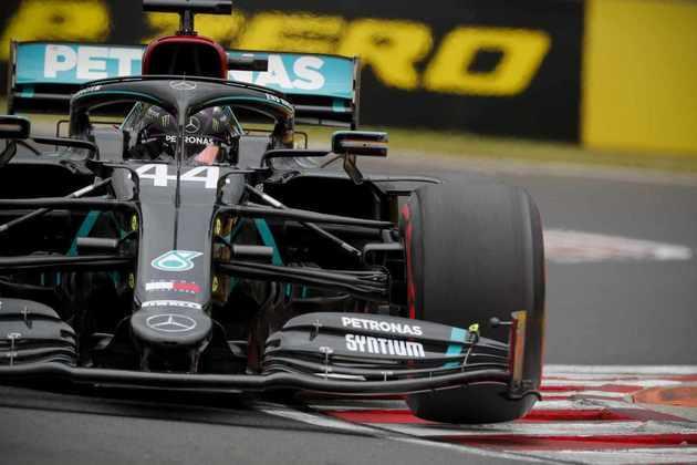 1) Lewis Hamilton (Mercedes), 1min13s447