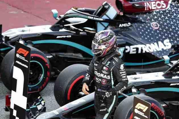 1) Lewis Hamilton (Mercedes), 1min15s584