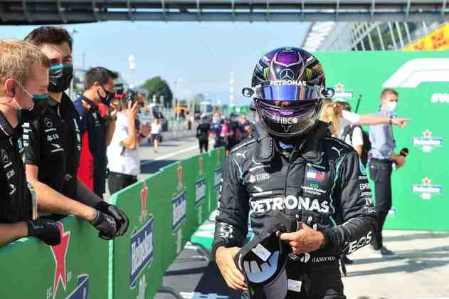 1) Lewis Hamilton (Mercedes), 1min18s887