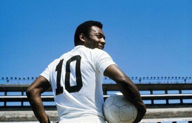 1º lugar: Pelé, ex-atacante do Santos e do New York Cosmos - Faturamento de 223 milhões de dólares por ano se ainda jogasse