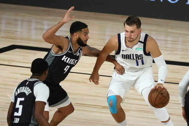1- Luka Doncic (Dallas Mavericks): 34 pontos, 20 rebotes, 12 assistências, seis erros de ataque. O jovem astro, candidato ao prêmio de MVP, obteve o seu 16° triplo-duplo da temporada na primeira vitória do Mavericks na fase de jogos em Orlando. Doncic e o Mavs superaram o Sacramento Kings após prorrogação
