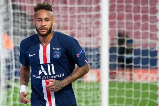 1º - Neymar - O craque brasileiro é o atleta mais caro da história do PSG e a transação mais cara do futebol mundial.