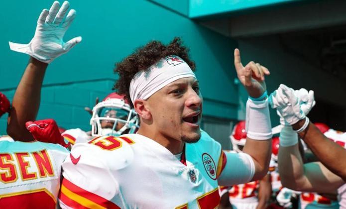 1º Patrick Mahomes (Kansas City Chiefs): Nem mesmo uma atuação abaixo dos seus padrões normais tira Mahomes do topo após a semana 14. Prêmio está nas mãos do camisa 15.