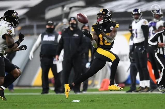 1º Pittsburgh Steelers: 11-0. Vencendo quem aparece pela frente e com um calendário razoavelmente fácil pela frente. Pittsburgh já sonha com a temporada perfeita.