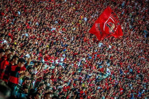 1 – Por fim, em primeiro lugar, o Flamengo lidera o ranking. No total, são 180 mil novas inscrições na somatória, com grande participação de sua conta oficial no Instagram. O clube também divide a liderança de inscritos no YouTube com o Corinthians, ao somar 10 mil novos inscritos no mês passado. No total combinado, são 30.396.931 seguidores.