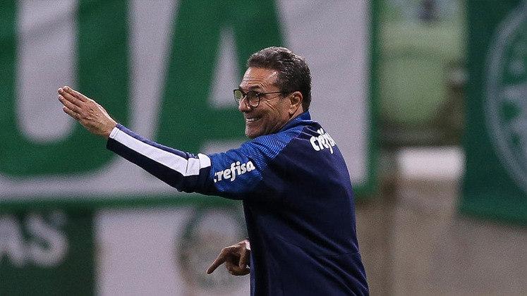 1) Por fim, o técnico Vanderlei Luxemburgo, que hoje está sem clube após ter saído do Palmeiras. No total, são 220 vitórias na sua conta desde 2003 no Campeonato Brasileiro. No período, ele trabalhou no Cruzeiro, Santos, Flamengo, Grêmio, Vasco, entre outros.