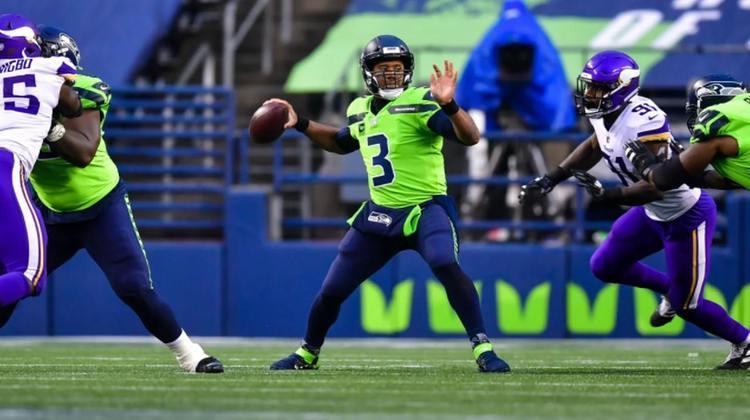 1º Russell Wilson: QB dos Seahawks só não faz chover na NFL. São 19 touchdowns e 1502 jardas aéreas em 2020.