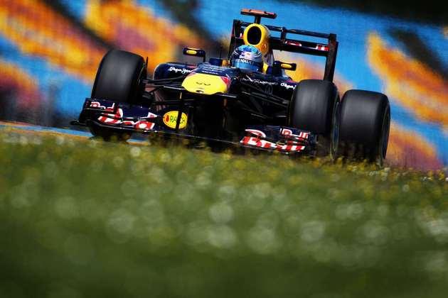 1º) Sebastian Vettel foi o dono do fim de semana. Largou na pole e venceu. No fim do ano, seria bicampeão mundial