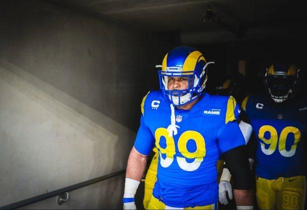 10º Aaron Donald: Uma besta enjaulada com ódio. Donald tem 7.5 sacks no ano, 2 fumbles forçados e 6 tackles para perda de jardas.