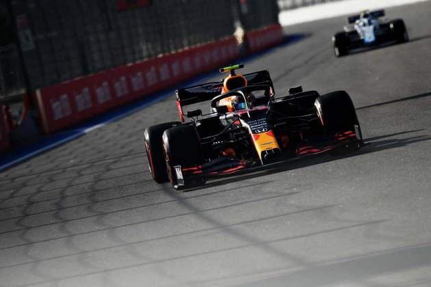 10) Alexander Albon (Red Bull), 1min33s008