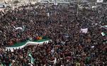 Manifestantes começaram a se reunir em 2011 para protestar contra o desemprego, a corrupção e a falta de liberdade no país, inspirados pelos protestos da Primavera Árabe