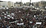 Cidadãos sírios saíram às ruas do país nesta segunda-feira (15) para se manifestar na data que marca os 10 anos do levante popular contra o governo de Bashar al-Assad, que deu origem à guerra da Síria