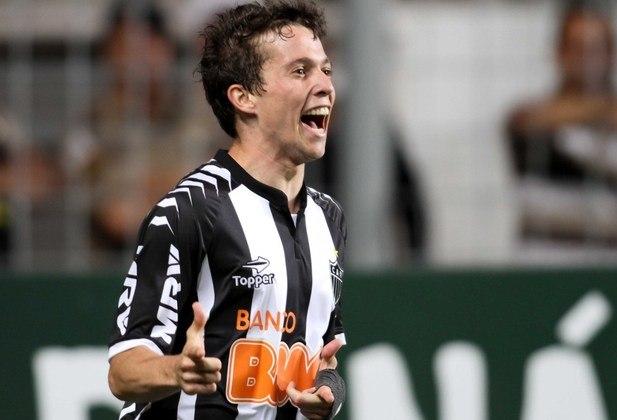 10º - ATLÉTICO-MG - Já o Galo embolsou 456,7 milhões de reais com a negociação de atletas, como o meia Bernard (foto) e o atacante Jô