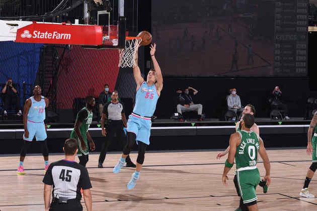 10- Duncan Robinson (Miami Heat): 21 pontos, cinco em 11 em três pontos. O ala da equipe da Flórida conseguiu ser um dos cestinhas do Heat arremessando apenas uma vez de dois pontos. Robinson, de 26 anos, está em sua segunda temporada na NBA, mas já ganhou espaço entre os titulares e é uma das principais opções ofensivas