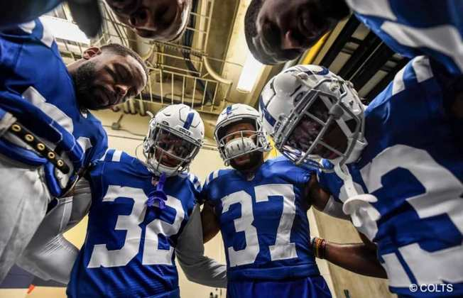 10º Indianapolis Colts: O caminho dos Colts para a vitória passa por um ataque conservador e uma defesa agressiva. Fica difícil ir longe com essa fórmula da NFL dos anos 90.