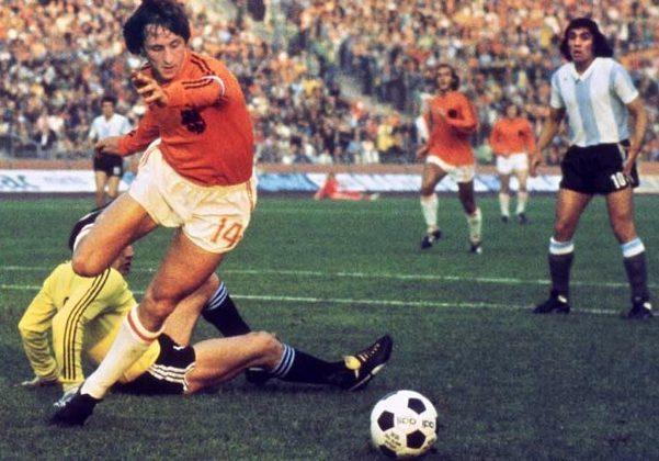 10° - Johan Cruyff: 30 pontos