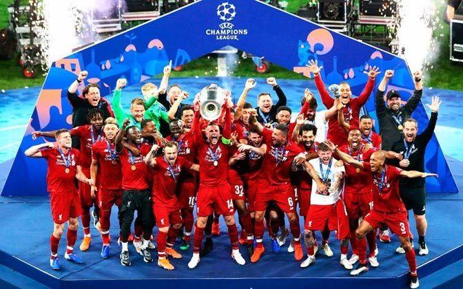 10º: Liverpool - 209 pontos - 122 jogos