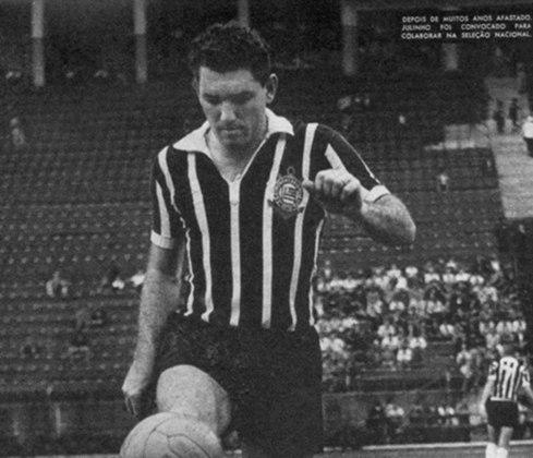 10º - Paulo - 146 gols: O centroavante chegou ao Corinthians em 1954, vindo do Nacional-SP, e ficou no Timão até 1959. Foram 254 partidas com a camisa alvinegra e 146 gols marcados.