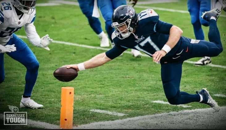 10º Ryan Tannehill (Tennessee Titans): Um excelente complemento ao talento de Derrick Henry, Tannehill está confortável comandado o ataque mais pontua na NFL em 2020.