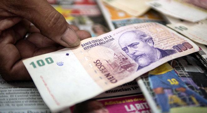Desvalorização da moeda, inflação e recessão estão fazendo com que cada vez mais famílias percam seu poder de compra