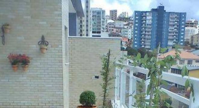 108476- jardim na varanda com vasos viva-decora
