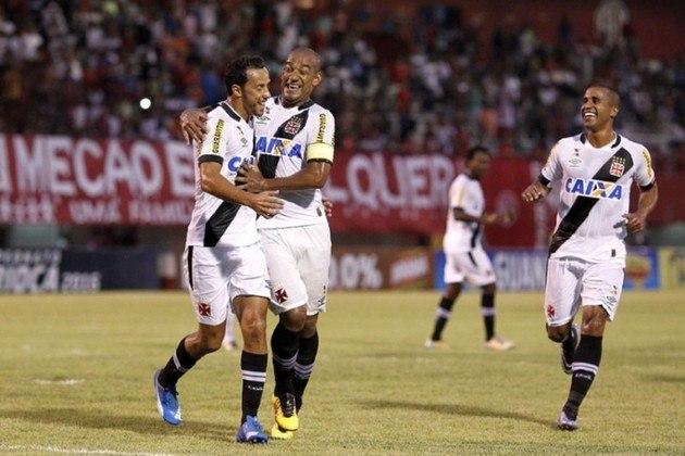 11º - América 1x3 Vasco - Carioca 2016 - Pela segunda rodada do Estadual, o jogador voltou a ter a chance de cobrar um pênalti, e carimbou seu décimo primeiro gol com a camisa do Gigante da Colina