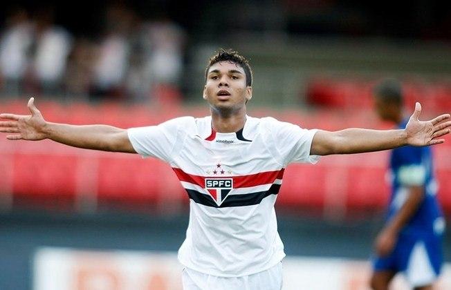 11) Casemiro - representou o São Paulo em 5 jogos da Seleção Brasileira neste século, entre os anos de 2011 e 2012.