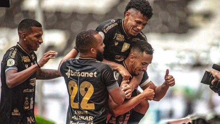 11º - Ceará - 25 pontos em 18 jogos. Sete vitórias, quatro empates e sete derrotas. Vinte e oito marcados e vinte e três sofridos. 46.30% de aproveitamento.