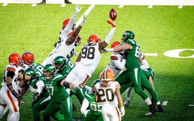 11º Cleveland Browns (10-5): Uma derrota para os Jets que ameaça o sonho de playoffs. Cleveland terá que superar os Steelers e o psicológico.
